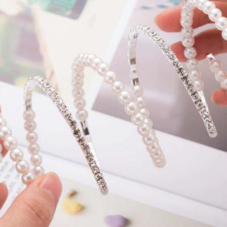 Bratara eleganta cu pietricele si perle acrilice in 3 randuri spiralata, model Bride beads