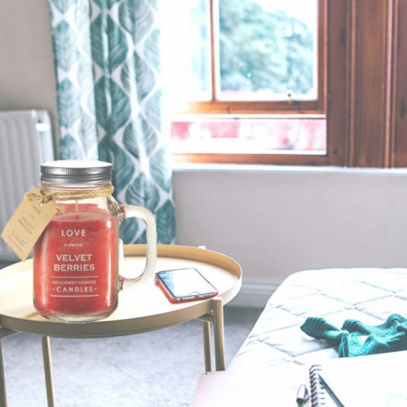 Lumanare parfumata Believe aroma de fructe de padure, 890 g