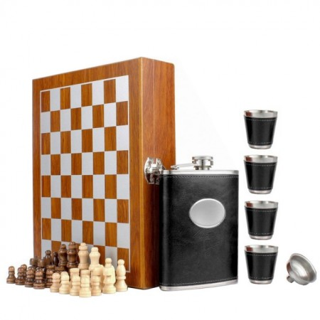 Set format din 4 piese: Caseta din lemn cu 4 pahare, sticla whiskey si joc sah, model Pufo Clasic, negru