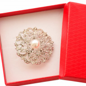 Brosa dama eleganta, model pietricele si perla acrilica, Clasic Pearl