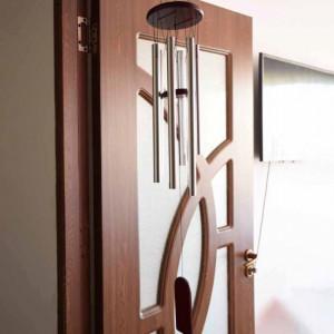 Clopotel de vant cu 6 tuburi sonore metalice argintii pentru casa sau gradina, model Feng-Shui