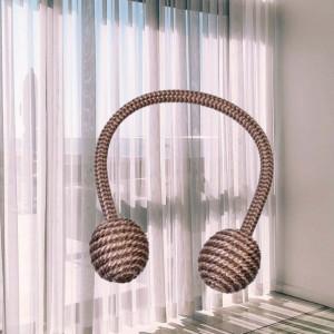 Cordon de strangere pentru draperie sau perdea cu magnet, model Pufo decorative