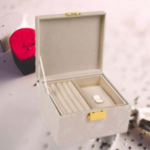 Caseta eleganta Pufo pentru organizare si depozitare bijuterii, crem cu model din dantela