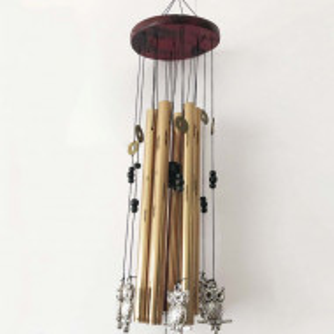 Clopotel de vant cu 6 tuburi sonore metalice aurii pentru casa sau gradina, model Feng-Shui cu 6 bufnite si monede