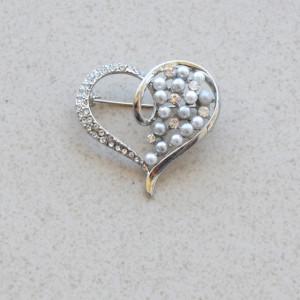brosa eleganta inima argintie