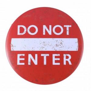 Panou decorativ metalic pentru interior/exterior, Do not enter, Pufo, 30 cm