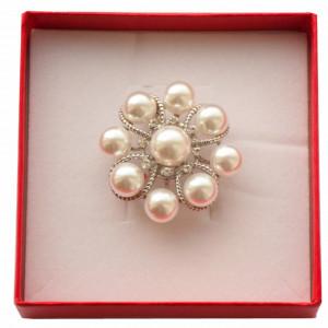 Brosa dama eleganta, model perle acrilice, White beads, argintiu