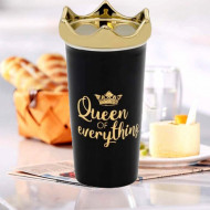 Cana de cafea Queen of everything, cu capac, neagra, 450 ml