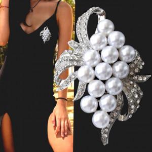 Brosa dama eleganta, model perle acrilice si argintiu, White beads