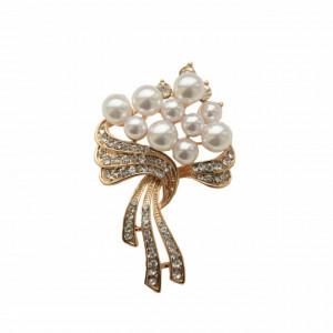 brosa cu perle albe