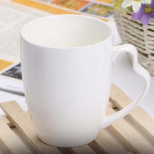 Cana din portelan cu maner in forma de inima pentru cafea sau ceai, 360 ml, alb