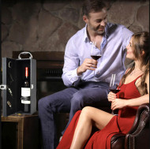 Cutie caseta eleganta pentru sticla, cu maner si set de 4 accesorii pentru vin incluse, model clasic, negru, Pufo