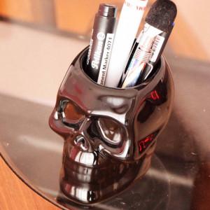 Suport in forma de craniu 3D pentru instrumente de scris, perie de dinti, pensule, negru, Pufo