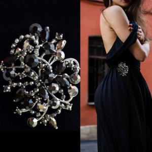 Brosa dama eleganta cu pietricele negre, model Black pebbles
