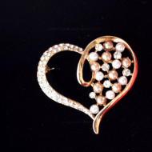 brosa eleganta aurie inima cu perle