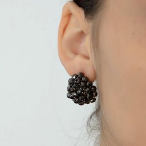 Cercei eleganti de dama decorati cu margele, tip surub, model negru