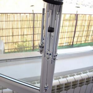 Clopotel de vant cu 5 tuburi sonore metalice pentru casa sau gradina, model Feng-Shui cu 6 bufnite