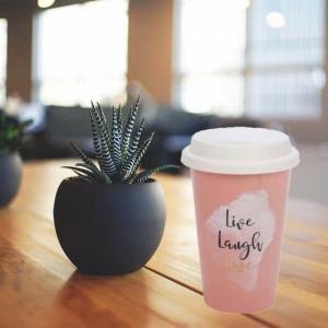 Cana ceramica Pufo pentru cafea sau ceai cu capac din silicon, model Live, laugh, love, 385 ml