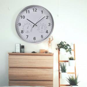 Ceas decorativ de perete Pufo cu indicator de temperatura si umiditate, 36 cm