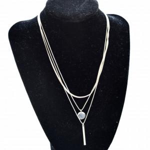 Lantisor triplu cu medalion in forma de banut si pandantiv bagheta, argintiu