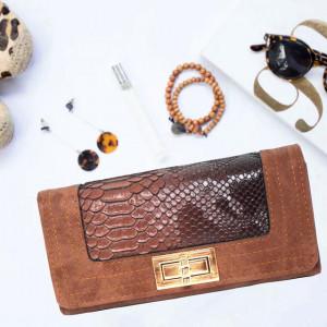 Portofel elegant de dama maro inchis cu imprimeu tip crocodil