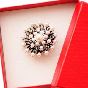 Brosa dama eleganta, model perle acrilice, Clasic Pearls, argintiu