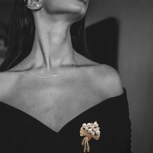 Brosa dama eleganta, model perle acrilice si pietricele, Pearls bouquet, auriu