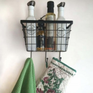 Raft Pufo House cu suport si carlige pentru organizare si depozitare condimente, ustensile de bucatarie sau articole de baie, negru, 26 x 24 cm