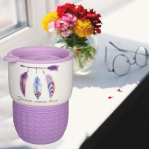 Cana ceramica Pufo Dreams pentru cafea sau ceai cu capac si protectie silicon, 400 ml