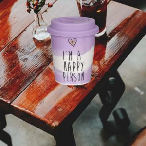 Cana ceramica Pufo Happy pentru cafea sau ceai cu capac din silicon, 340 ml