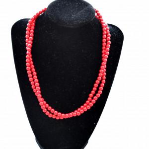 Colier elegant cu perle acrilice rosii, model rasucit