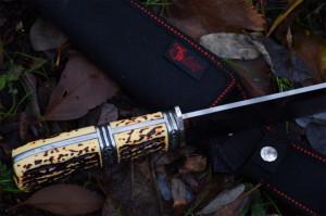 Cutit de vanatoare 31 cm, maner imitatie corn cerb + teaca