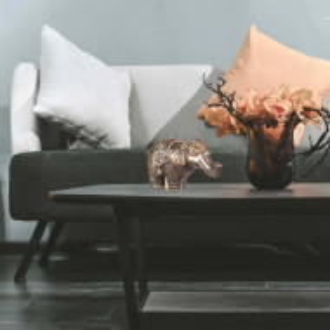 Lumanare decorativa maro-auriu, model elefant, Pufo, 15 cm