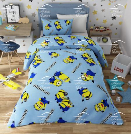 Lenjerie de pat copii Minions ( stoc limitat ) fundal bleu