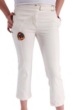 Pantaloni albi cu buzunare si aplicatii decorative