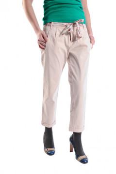 Pantaloni bej cu detaliu decorativ