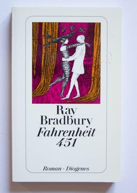 99 de ani de la nașterea scriitorului Ray Bradbury...