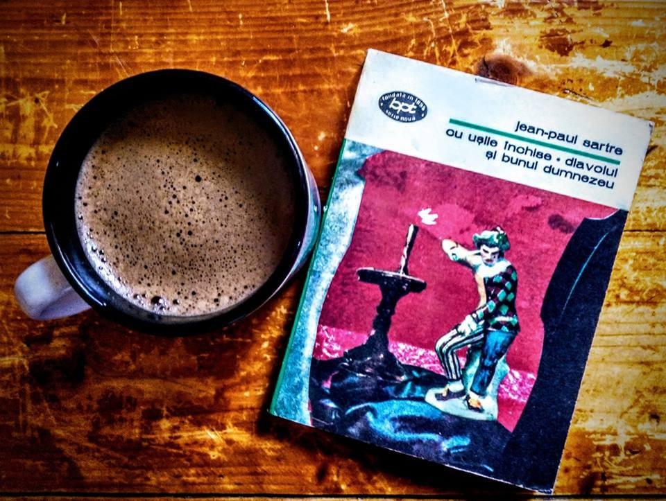 Întotdeauna cafea. Întotdeauna Sartre. Întotdeauna teatru.
