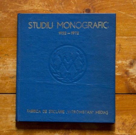 "Colectiv autori - Fabrica de sticlarie ""Vitrometan"" Medias - Studiu monografic: 1922-1982 (editie hardcover)"