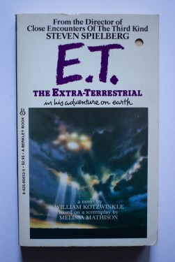 William Kotzwinkle - E.T. The Extra-Terrestrial in his adventure on Earth