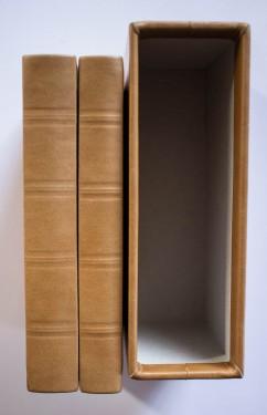 Michel Nostradamus - Les Propheties de M. Michel Nostradamus / Michel Nostradamus Mester Profeciai (2 vol. invelite in piele, editie bilingva, franceza-maghiara, in caseta speciala)