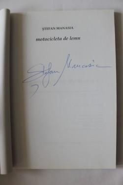 Stefan Manasia - Motocicleta de lemn (cu autograf)