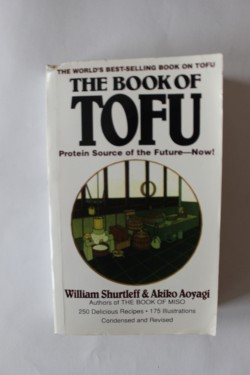 William Shurtleff, Akiko Aoyagi - The Book of Tofu (editie in limba engleza)