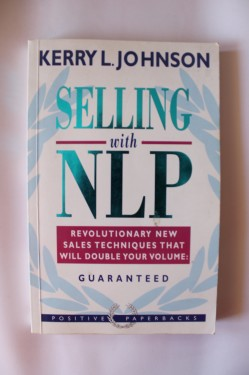 Kerry L. Johnson - Selling with NLP (editie in limba engleza)