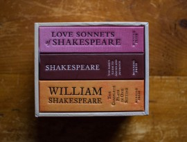 Poze William Shakespeare - Box set (Love sonnets. The complete plays in one sitting. The Bard's guide to abuses and affronts) (3 vol., editii hardcover, format liliput)