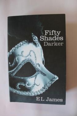 E. L. James - Fifty Shades Darker