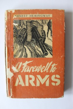 Ernest Hemingway - A farewell to arms (editie hardcover, in limba engleza)