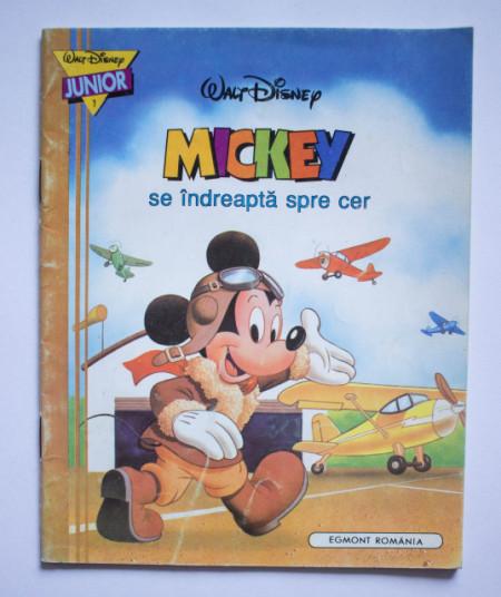 Mickey se indreapta spre cer (carte Walt Disney)
