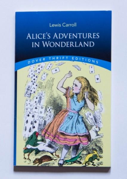 Lewis Carroll - Alice's adventures in Wonderland (editie in limba engleza)