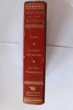 Antologie - Selection du livre Jeunesse. (Joseph Conrad - Typhon, Robert Lawson - La colline aux garennes. Alexandre Dumas - Les trois mousquetaires (editie hardcover, in limba franceza)